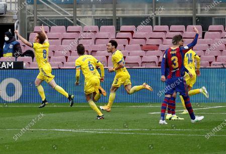 Cadiz's Alex Fernandez (L) celebrates after scoring the 1-1 goal during the Spanish La Liga soccer match held between FC Barcelona and Cadiz CF at the Camp Nou stadium in Barcelona, Spain, 21 February 2021.