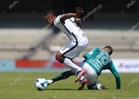 Pumas' Gabriel Torres (R) vies for the ball with Luis Montes (L) of Leon during a match of the Guardianes 2021 Mexican soccer tournament at the Olimpico Universitario in Mexico City, Mexico, 21 February 2021.