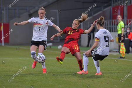 Janice Cayman (11) of Belgium with German Lea Schuller (7) and German Svenja Huth (9)