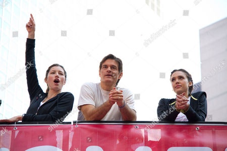 Jennifer Biel, Dr Mehmet Oz and Jessica Alba