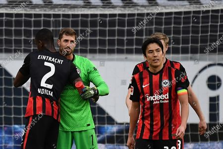 Kevin Trapp (Eintracht Frankfurt) and Makoto Hasebe (Eintracht Frankfurt)