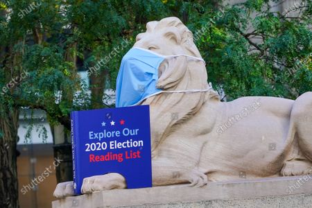 A view of New York Public Library - Stephen A. Schwarzman Building promoting 2020 Election Reading list.   New York City continues Phase 4 of re-opening following restrictions imposed to slow the spread of coronavirus on October 17, 2020 in New York City. The fourth phase allows outdoor arts and entertainment, sporting events without fans and media production. (Photo by John Nacion/NurPhoto)