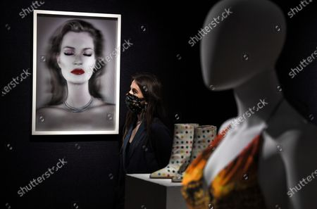 Stock Photo of A Bonham's staff member with the Chris Levine (Canadian/British, born 1972), Kate Moss She's Light (Pure), artwork, 2014.  Estimate: £20,000 - 30,000.  The sale takes place on 25 February in London.