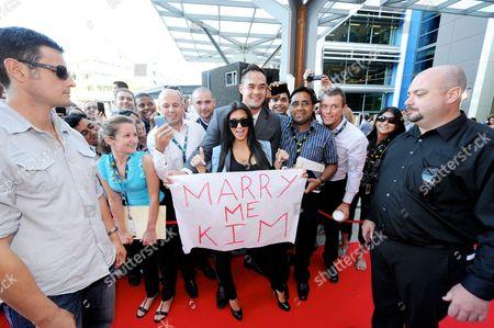 Kim Kardashian West (C) and bodyguard Shengo Deane (L)