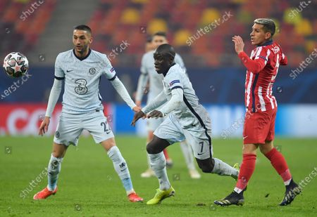 Ngolo Kante of Chelsea goes past Lucas Torreira of Atletico Madrid