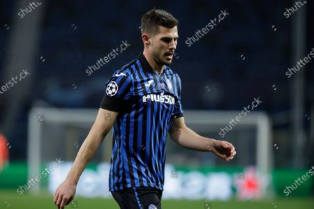 Atalanta's Remo Freuler walks out of the pitch after being shown a red card during the Champions League, round of 16, first leg soccer match between Atalanta and Real Madrid, at the Gewiss Stadium in Bergamo