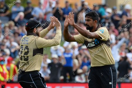 New Zealand's Ish Sodhi (R) and Kane Williamson celebrate the dismissal of Australia's Aaron Finch during the second Twenty20 international cricket match between New Zealand and Australia at University Oval in Dunedin, New Zealand