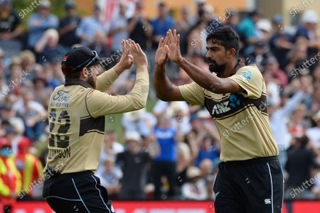 New Zealand's Ish Sodhi (R) and Kane Williamson celebrate the dismissal of Australia's Aaron Finch
