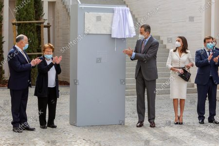 Stock Image of German art collector Helga de Alvear (2nd-L) applauds, accompaniede by Spain's King Felipe VI (3rd-R) and Queen Letizia (2nd-R) during the inauguration of Helga de Alvear Foundation's New Contemporary Art Museum in Caceres city, Extremadura region, western Spain, 25 February 2021. The museum opens its doors with 200 pieces of contemporary art, including the lamp 'Descending Light' of Chinese artist and activist Ai WeiWei (1957), some of the 'Caprichos' by Spanish artist Francisco de Goya (1746-1828) and works by Pablo Ruiz Picasso (1881-1973), Danish-Icelandic artist Oleafur Eliasson (1967) and Russian Vasili Kandinsky (1866-1944), among others, which will make Caceres city a benchmark for contemporary art.