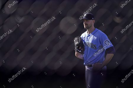 Seattle Mariners pitcher James Paxton watts to throw during spring training baseball practice, in Peoria, Ariz