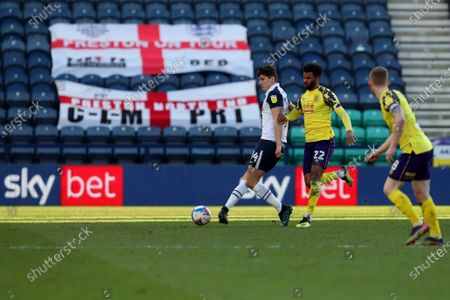 A general view of the game as a SKY bet advert plays on the pitchside LED board and Jordan Storey of Preston North End competes with Fraizer Campbell of Huddersfield Town