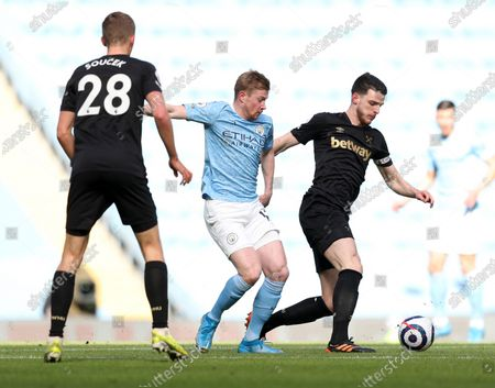 Declan Rice of West Ham and Kevin De Bruyne of Manchester City