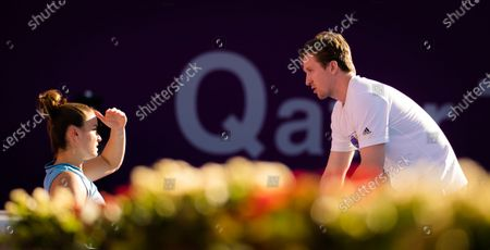 Tom Hill during practice with Maria Sakkari ahead of the 2021 Qatar Total Open WTA 500 tournament.