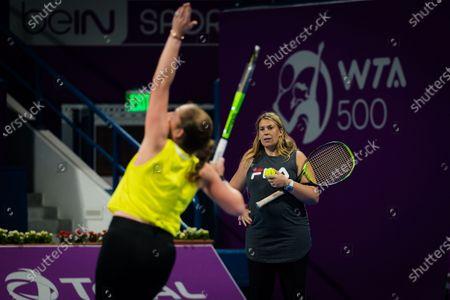 Marion Bartoli during practice with Jelena Ostapenko ahead of the 2021 Qatar Total Open WTA 500 tournament.
