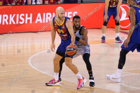 Norris Cole of Asvel Villeurbanne and Nick Calathes FC of Barcelona