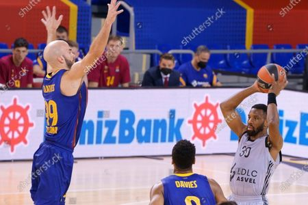 Norris Cole of Asvel Villeurbanne and Nick Calathes of FC Barcelona