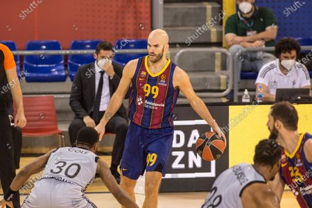 Nick Calathes, of Barcelona and Norris Cole, of ASVEL Villeurbanne in action during Turkish Airlines Euroleague, match between FC Barcelona Bàsquet and ASVEL Lyon-Villeurbanne at Palau Blaugrana. (Final Score; Barcelona 69:76 Lyon-Villeurbanne)