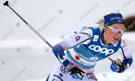 Sweden's Frida Karlsson competes during the WSC Women's Skiathlon 15km cross country event at the FIS Nordic World Ski Championships in Oberstdorf, Germany