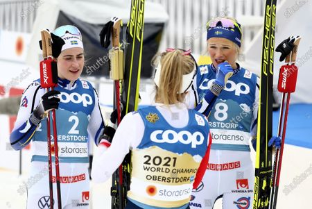 First place Norway's Therese Johaug, center, speaks with second place Sweden's Frida Karlsson, right, and third place Sweden's Ebba Andersson, left, during the WSC Women's Skiathlon 15km cross country event at the FIS Nordic World Ski Championships in Oberstdorf, Germany
