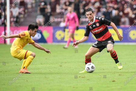 Graham Dorrans of Western Sydney Wanderers takes on Joe Caletti of Adelaide United; Bankwest Stadium, Parramatta, New South Wales, Australia; A League Football, Western Sydney Wanderers versus Adelaide United.