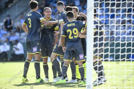 Mark Milligan of Macarthur FC celebrates with teammates after they score to make it 1-0 in the 36th minute; Netstrata Jubilee Stadium, Sydney, New South Wales, Australia; Australian A League Football, Sydney FC versus Macarthur FC.