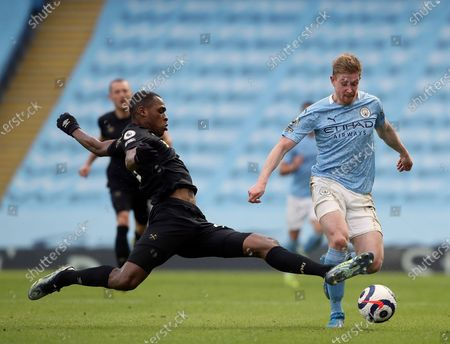 Manchester City's Kevin De Bruyne, right, duels for the ball with West Ham's Issa Diop during the English Premier League soccer match between Manchester City and West Ham United at the Etihad stadium in Manchester, England