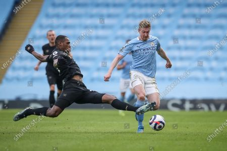 Kevin De Bruyne (R) of Manchester City in action against Issa Diop (L) of West Ham during the English Premier League soccer match between Manchester City and West Ham United in Manchester, Britain, 27 February 2021.