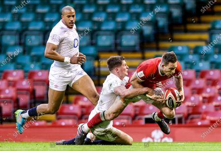 Wales vs England. Wales' Liam Williams scores a try despite Owen Farrell of England