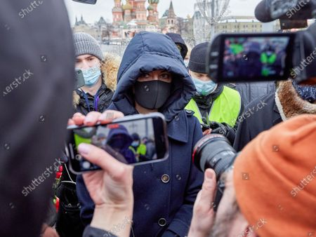 Yulia Navalnaya speaks with reporters at a rally during the memorial.More than 10 thousand people took part in the memory of Boris Nemtsov on the sixth anniversary of the murder of the politician. Among them are former Prime Minister Mikhail Kasyanov, politicians Ilya Yashin, Dmitry Gudkov, Grigory Yavlinsky and Yulia Galyamina, political prisoners Konstantin Kotov and Anna Pavlikova, and Yulia Navalnaya.