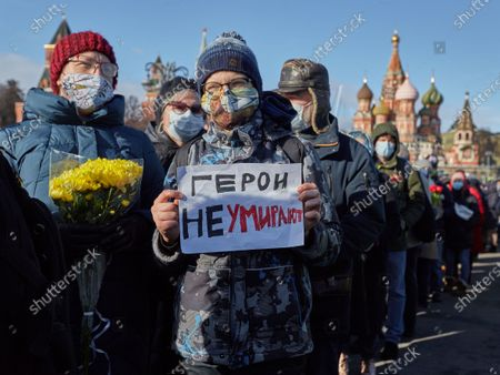 An attendee holding a placard expressing his opinion, during the memorial.More than 10 thousand people took part in the memory of Boris Nemtsov on the sixth anniversary of the murder of the politician. Among them are former Prime Minister Mikhail Kasyanov, politicians Ilya Yashin, Dmitry Gudkov, Grigory Yavlinsky and Yulia Galyamina, political prisoners Konstantin Kotov and Anna Pavlikova, and Yulia Navalnaya.