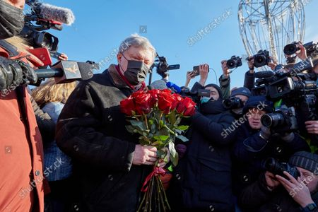 Yabloko party leader, Grigory Yavlinsky surrounded by journalists at a rally during the memorial.More than 10 thousand people took part in the memory of Boris Nemtsov on the sixth anniversary of the murder of the politician. Among them are former Prime Minister Mikhail Kasyanov, politicians Ilya Yashin, Dmitry Gudkov, Grigory Yavlinsky and Yulia Galyamina, political prisoners Konstantin Kotov and Anna Pavlikova, and Yulia Navalnaya.