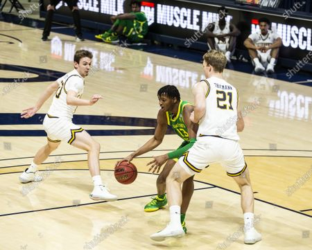Berkeley, CA U.S.A. Oregon forward Chandler Lawson (13) goes to the basket during the NCAA Men's Basketball game between Oregon Ducks and the California Golden Bears 74-63 win at Hass Pavilion Berkeley Calif. Thurman James / CSM
