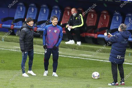 """Takashi Inui (Eibar), Shinji Okazaki (Huesca) - Football / Soccer : Spanish """"La Liga Santander"""" match between SD Eibar 1-1 SD Huesca at the Estadio Municipal de Ipurua in Eibar, Spain."""