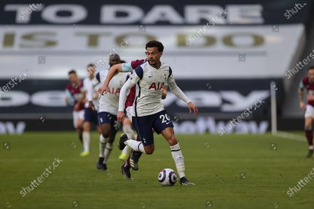 Dele Alli (20) of Tottenham Hotspur on the ball during the Premier League match between Tottenham Hotspur and Burnley at Tottenham Hotspur Stadium, London
