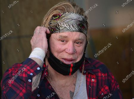 Exclusive - Mickey Rourke gives pointers to MMA fighter