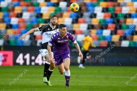 Nikola Milenkovic (Fiorentina) in action against Fernando Llorente (Udinese)