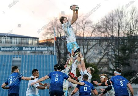 Leinster vs Glasgow Warriors. Glasgow's Richie Gray wins a line out ball