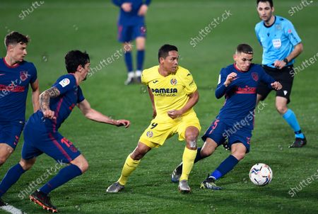Atletico Madrid's Lucas Torreira, right, is challenged by Villareal's Carlos Bacca during the Spanish La Liga soccer match between Villarreal and Atletico Madrid at the Ceramica stadium in Villarreal, Spain