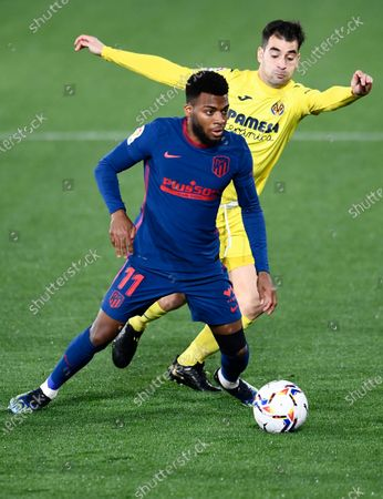 Atletico Madrid's Thomas Lemar, foreground, is challenged by Villareal's Manu Trigueros during the Spanish La Liga soccer match between Villarreal and Atletico Madrid at the Ceramica stadium in Villarreal, Spain