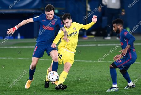 Villareal's Manu Trigueros, center, fights for the ball with Atletico Madrid's Saul, left, and Atletico Madrid's Thomas Lemar during the Spanish La Liga soccer match between Villarreal and Atletico Madrid at the Ceramica stadium in Villarreal, Spain