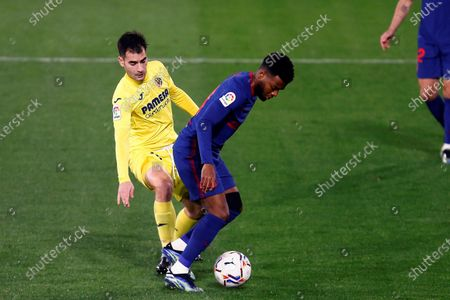 Villarreal's Manuel Trigueros (L) in action against Atletico Madrid's Thomas Lemar during a Spanish LaLiga soccer match between Villarreal CF and Atletico Madrid at Ceramica stadium in Villarreal, Castellon, eastern Spain, 28 February 2021.