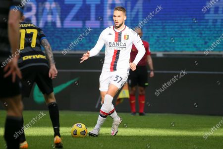 Marko Pjaca of Genoa CFC in action during the Serie A match between FC Internazionale and Genoa CFC at Stadio Giuseppe Meazza on February 28, 2021 in Milan, Italy. Sporting stadiums around Italy remain under strict restrictions due to the Coronavirus Pandemic as Government social distancing laws prohibit fans inside venues resulting in games being played behind closed doors. (Photo by Giuseppe Cottini/NurPhoto)