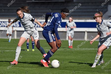 Khadija Shaw FC Girondins de Bordeaux between Anna Bjork Kristjansdottir and Andrea Hauksdottir Le Havre
