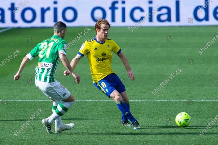 Alex Fernandez of Cadiz and Guido Rodriguez of Real Betis