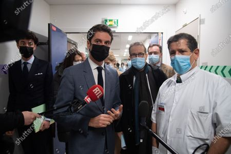 Mr. Gabriel Attal, Secretary of State to the Prime Minister, spokesperson for the Government, went to the Saint-Louis hospital and visited the hospital's resuscitation service then to discuss with the hospital staff.