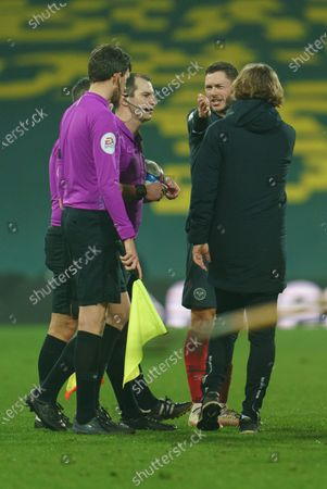 Henrik Dalsgaard of Brentford (22) argues with Referee Tim Robinson as Brentford Manager Thomas Frank looks on