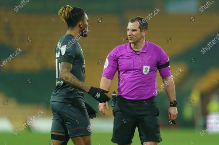 Referee Tim Robinson talks to Ivan Toney of Brentford (17)