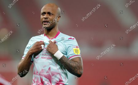 Andre Ayew of Swansea questions a linesman's decision