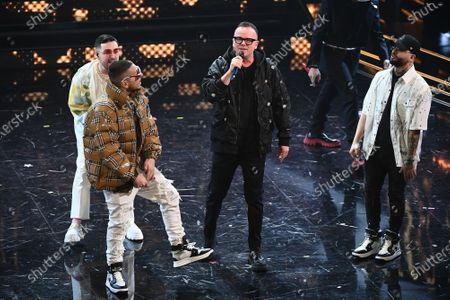 Gigi D'Alessio sings with 5 rappers