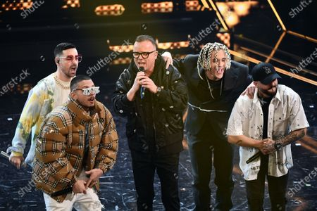Stock Image of Gigi D'Alessio sings with 5 rappers